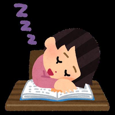 勉強中に寝落ちした女性